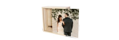 امروزه یکی از روش های جذاب و شگفت انگیز برای تهیه تابلوهای خاص و منحصر به فرد چوبی دکوراتیو، چاپ عکس روی چوب است.